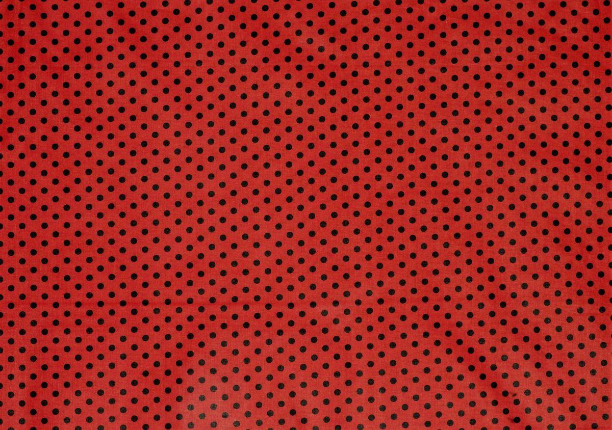 plátno s potiskem černé puntíky na červené