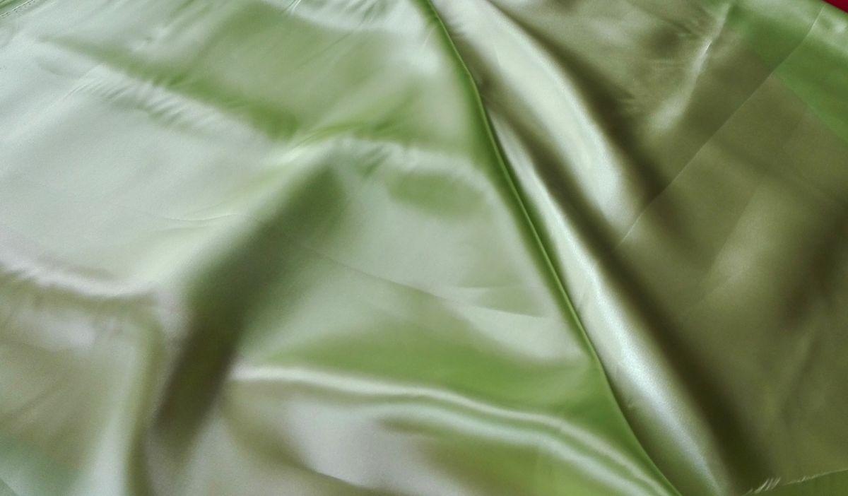 Satén světle zelený