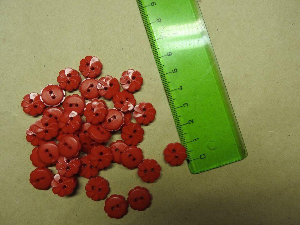 Knoflíček červená kytička